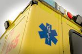 Paramedicus symbool en telefoon nummer noodgevallen vrachtwagen — Stok fotoğraf
