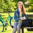 Teenager student girl sitting on bench — Lizenzfreies Foto
