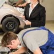 Mechanics and manager working in repair shop — Stock Photo