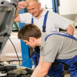 Elderly mechanic supervising  colleague's work — Foto Stock
