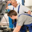Elderly mechanic supervising  colleague's work — 图库照片