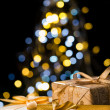 Christmas tree and wrapped presents with label — Stockfoto