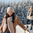 Foto Stock: Winter young people friends enjoy snow