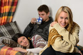 Young friends spend winter holiday cozy cottage — Photo