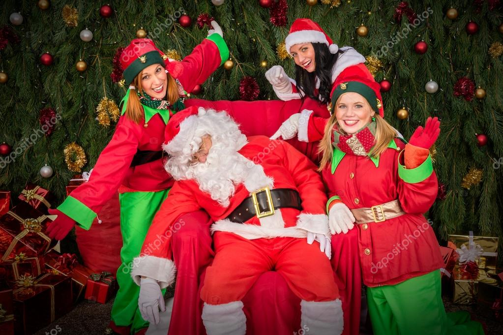 Stanco Di Babbo Natale Con Sedia Di Sonno Aiutante Elfo
