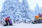 Ski patrol helping woman with broken arm — Stock Photo