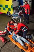 Emergency team helping injured driver — Foto Stock