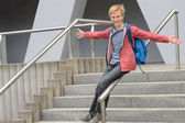 Student sliding down handrail on stairway — Stock fotografie
