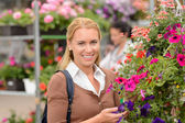 Customer with colorful flowers — Photo