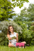 Girl on grass reading book — Stock Photo