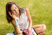 Student girl listen music — Stock Photo