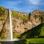 İzlanda'daki şaşırtıcı şelale — Stok fotoğraf