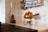Shapy 咖啡容器附近变暖炉板 — 图库照片