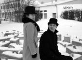 Skuggade man och kvinna nära block — Stockfoto
