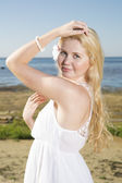 Youthful woman in white dress at sea — Stockfoto