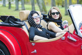 Women with dark glasses on vacation trip — Stock fotografie