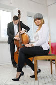 While man play contrabass woman — Stock Photo