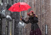 Woman at winter day with red umbrella — Photo