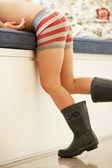 Chlapec hraje v oblékání — Stock fotografie