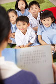 Teacher Reading To Students In Chinese School Classroom — Foto de Stock
