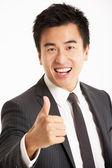студийный портрет китайского бизнесмена — Стоковое фото