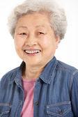 Studio skott av kinesisk äldre kvinna — Stockfoto