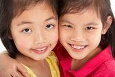 Studio záběr ze dvou čínských dívek — Stock fotografie