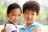 Retrato de cabeça e ombros de chinês menino e menina — Foto Stock