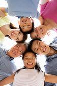 Retrato de familia chino multigeneración mirando hacia ca — Foto de Stock