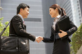 Chinese Businessman And Businesswoman Shaking Hands Outside Offi — Stock Photo