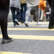 Close Up Of Commuters Feet Crossing Busy Hong Kong Street - Zdjęcie stockowe