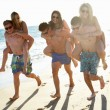 Group Of Teenage Friends Enjoying Beach Holiday Together - Foto Stock