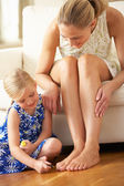 Daughter Painting Mother's Toenails At Home — 图库照片