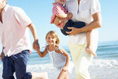 Grandparents And Grandchildren Enjoying Beach Holiday — Foto Stock