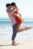 Couple Enjoying Romantic Beach Holiday — Stock Photo
