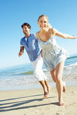 Couple Enjoying Romantic Beach Holiday — Stock Photo