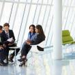 företagare har möte i moderna kontor — Stockfoto