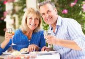 Senior Couple Enjoying Meal outdoorss — Stock Photo