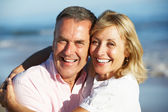 Senior Couple Enjoying Romantic Beach Holiday — Stock Photo