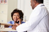 Doctor In Discussion With Nurse At Nurses Station — Stock Photo