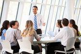 Affari, avendo il consiglio di amministrazione in ufficio moderno — Foto Stock