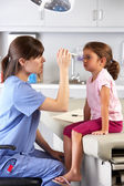 Doctor Examining Child's Eyes In Doctor's Office — Stockfoto