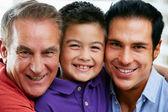 Membres masculins de la famille de génération multi à la maison — Photo