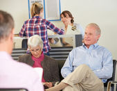 Patiënten In Doctor's Waiting Room — Stockfoto