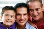 Miembros masculinos de la familia generación multi en casa — Foto de Stock
