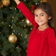 Girl Decorating Christmas Tree — 图库照片