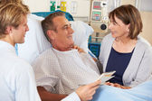 Doctor Talking To Couple On Ward — Stock Photo