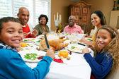 Multi génération famille célébrant thanksgiving — Photo