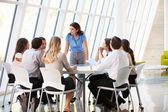 Biznes o posiedzeniu zarządu w nowoczesnym biurze — Zdjęcie stockowe