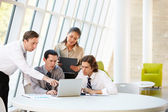Businesspeople Having Meeting Around Table In Modern Office — Stockfoto